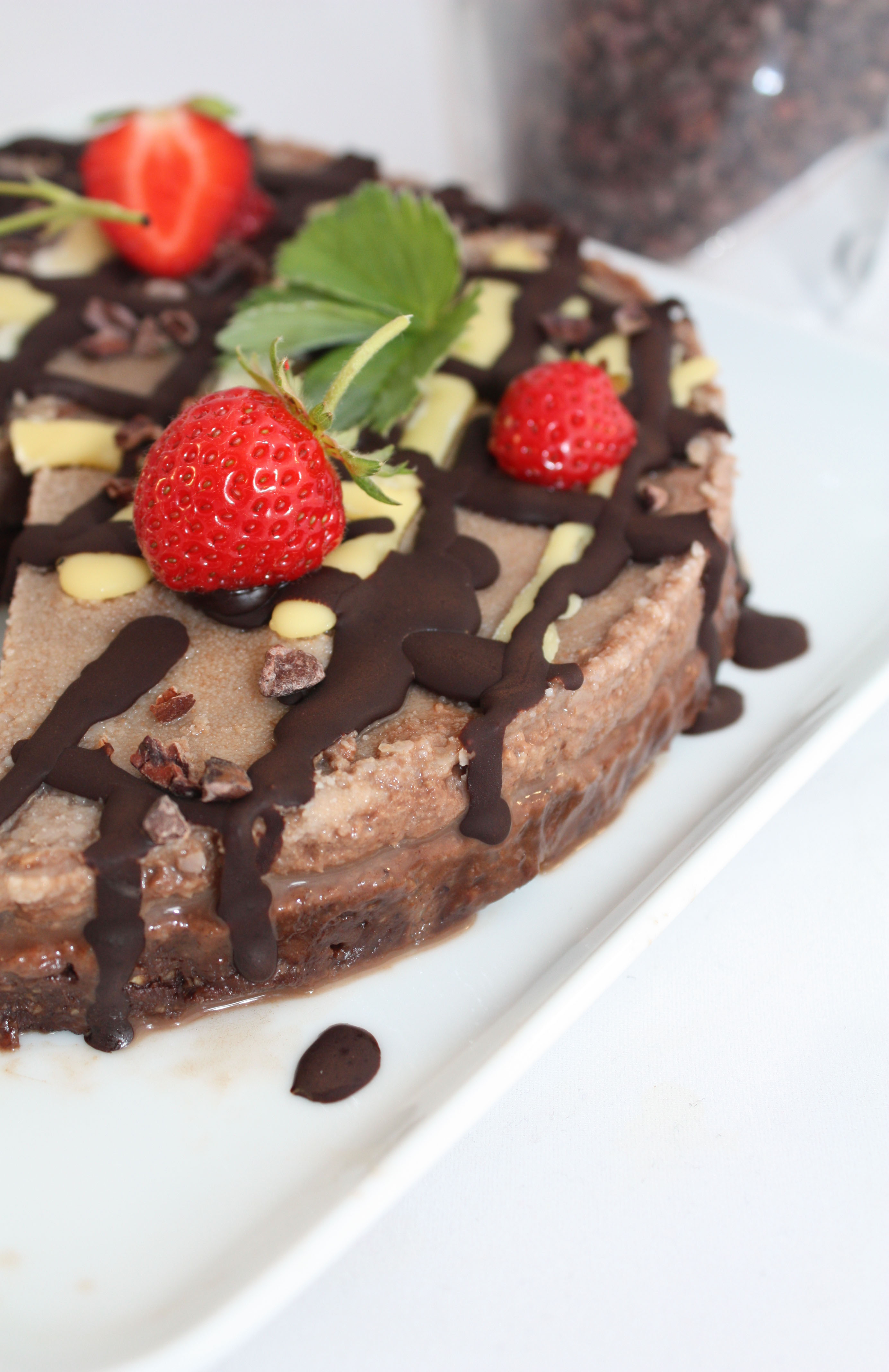 raw vegan chocolate cake - easy for beginners.