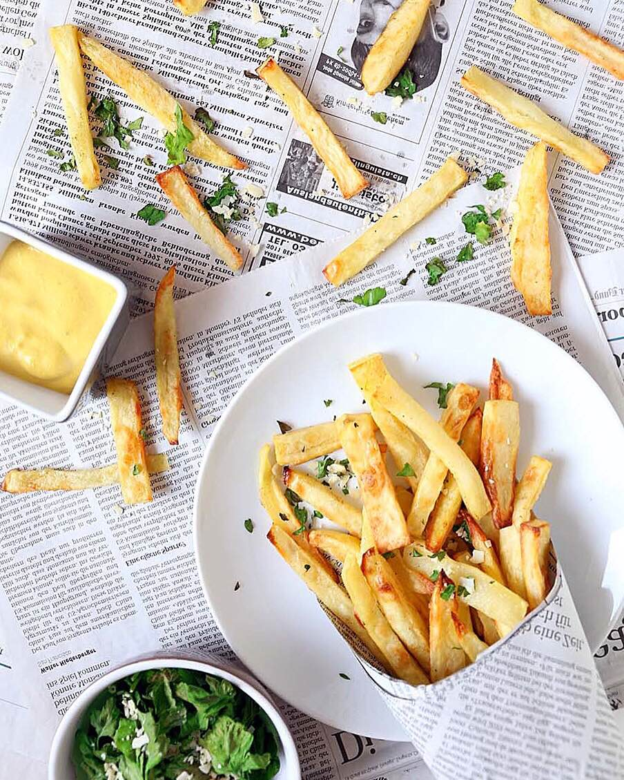 Oven Fries with a coconut-curry dip