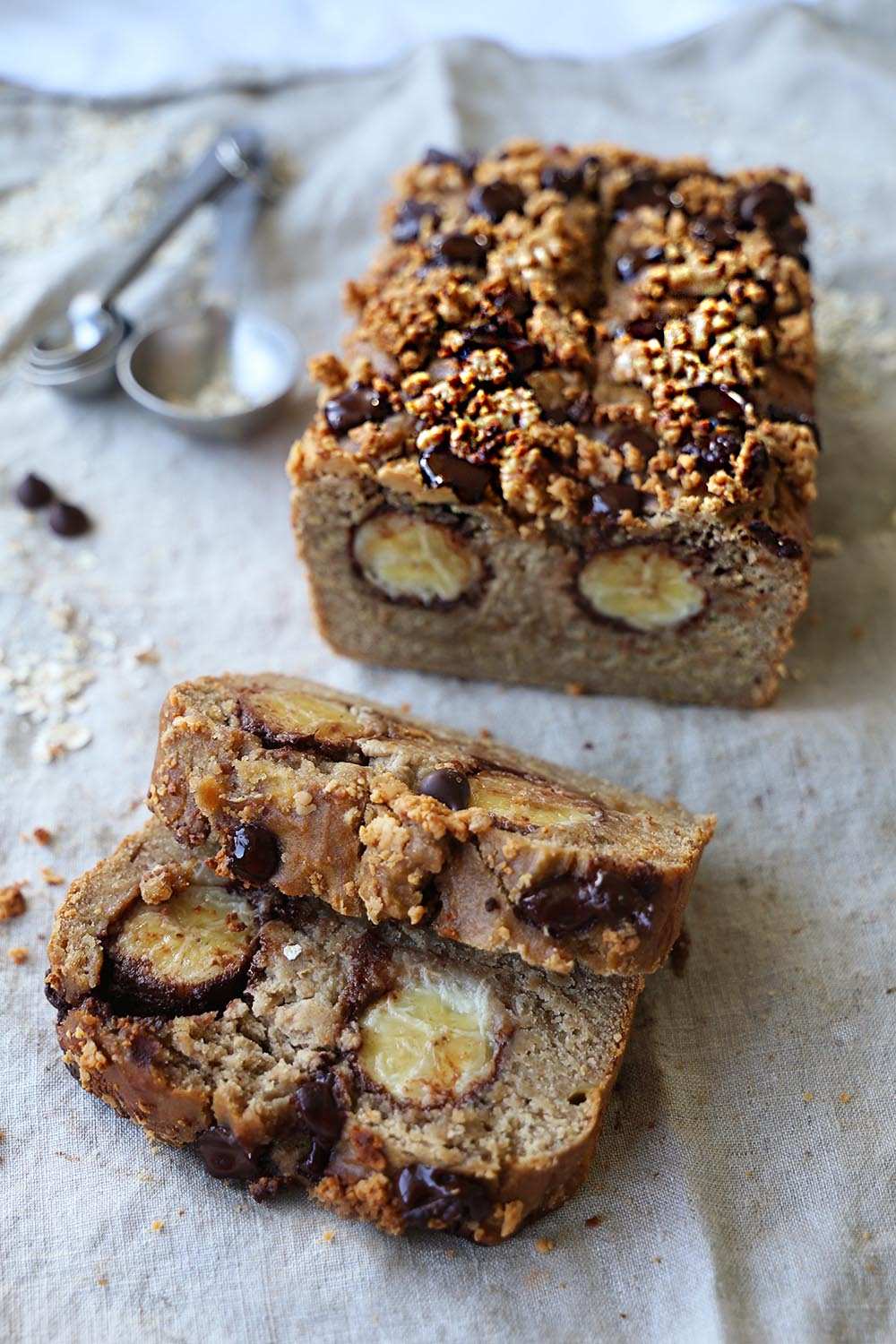 Chocolate bananabread with peanut butter crumbles