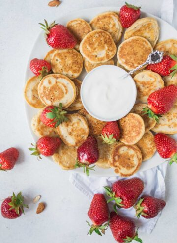 Easy vegan Mini Pancakes {the perfect Sunday breakfast}