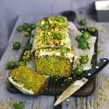 easy 8- ingredients vegan pistachio cake