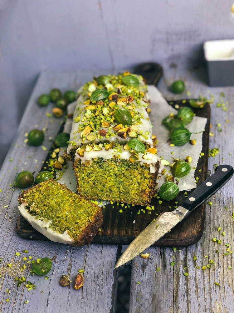 easy 8- ingredients vegan pistachio cake