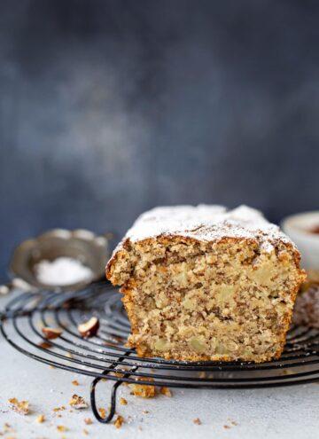 Best ever vegan apple hazelnut cake